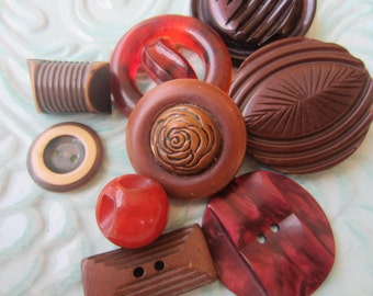 Vintage Buttons -Mid Century Modern mix of brown, red cream, rust buttons lot of 9( sept 390)
