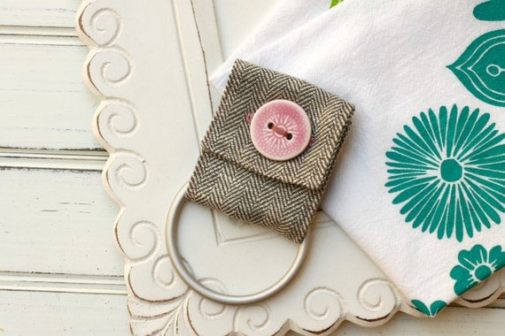 kitchen towel holder herring bone and pink