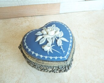 Heart Shaped Rose Cameo Musical Trinket Box