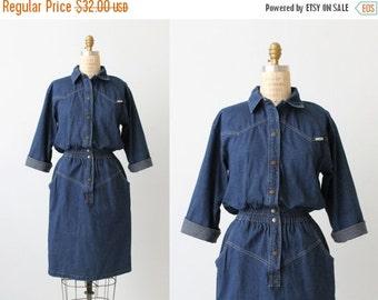 SALE Vintage Denim Dress / 1980s  Dress /  Day Dress / Shirtwaist Dress / Denim and Blues