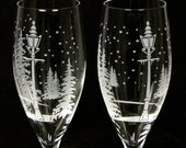 NEW 2 Winter Wedding Champagne Flutes, Snowflake Wedding Toast Flutes, Personalized Engraved Gift for Couple