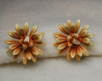 Vintage 1930's - CORO Daisy Flower Enamel Screw Back Earrings - Pale Peach & Cream Color