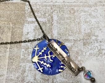 Embossed x-mas blue snowflake 'believe'