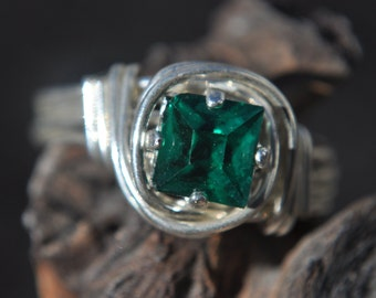 Nautilus Ring Size 7 Emerald