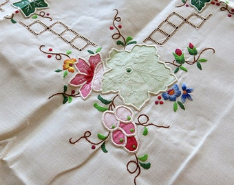 Embroidered Tablecloth & 6 Matching Napkins 1970s 80s Handmade Never Used Vintage