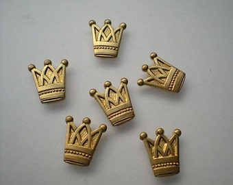 6 small crown charms