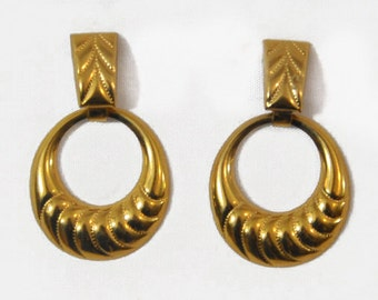 1980s Gold Tone Embossed  Door Knocker Post Back Pierced Hoop Earrings