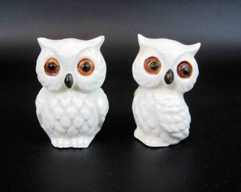Vintage White Owl Salt and Pepper Shakers. Circa 1960's.