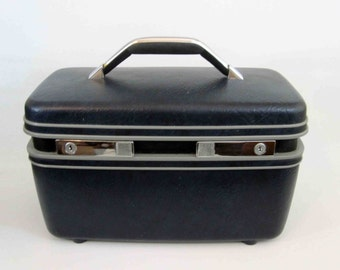 Vintage Samsonite Train Case in Midnight Blue. Circa 1980's.