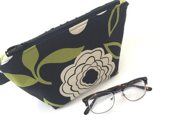 stand up makeup pouch / green and black / modern
