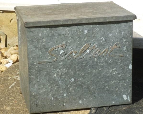 vintage sealtest milk box milk crate insulated galvanized. Black Bedroom Furniture Sets. Home Design Ideas