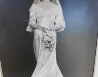 Vintage 40's Wedding Gown w/Veil- large size
