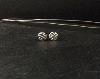 Hashed Line Stud Earrings