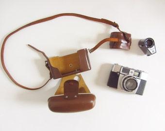 1962 Agfa Optima film camera and hard leather case . Agnar booklet flash bulb set .sale