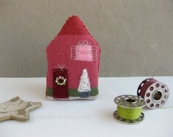 Tiny HOUSE brooch. Raspbery pink red green with white Christmas tree