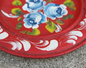 Vintage Wooden Plate Rosemaling Bauernmalerei Bavarian Folk Art Tole Hand Painted Roses Floral Red White Blue Green Home Decor