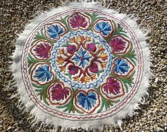 Felt Rug Kashmir. Embroidered Round 3 ft diameter Wool Namda Kilim/Rug/Mat.  98 cm