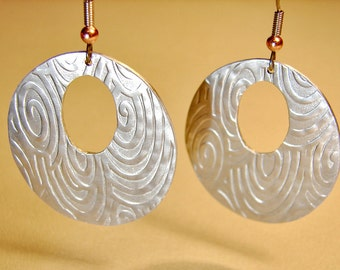Aluminum disc earrings hammered with ocean swirls and waves - ER744