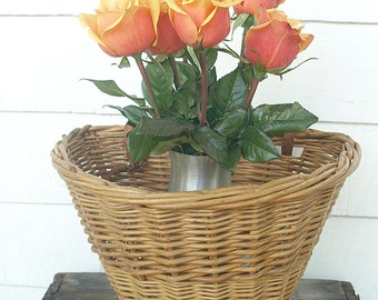 SHIPPING INCLUDED - Lovely, Vintage, Bicycle Basket, Bike Basket with Leather Straps