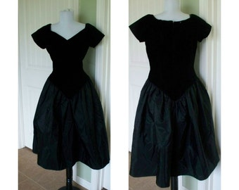 Vintage Loralie original party prom dress - black velvet off shouder with huge skirt size 12