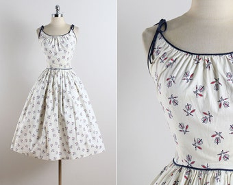 Vintage 50s dress | vintage 1950s dress | royal crown novelty print small | 5773