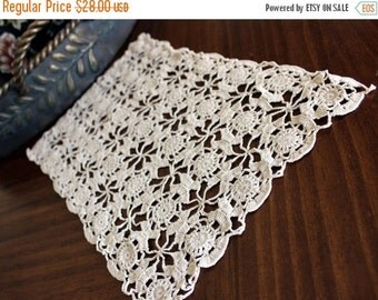 Short Table Runner, Crochet Table Scarf, Medium Ecru,  Cotton Mantle Scarf, Vintage Linens 13153