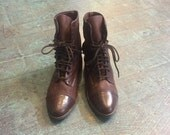 Vintage 80s 90s unworn Zodiac brown two tone leather lace up ankle booties // size 7 1/2 7.5  // witchy granny boots // festival