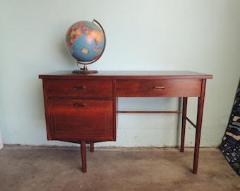 MID CENTURY MODERN 3 Drawer Desk by Stanley (Los Angeles)