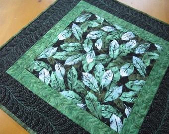 Quilted Table Topper, Handmade Tabletop, Leaves Table Topper, Table Quilt, Table Decor, Home Decor, Table Topper
