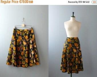 40% OFF SALE // Vintage 1950s skirt. 50s cotton skirt. floral print full skirt. size plus skirt