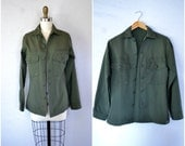vintage mens army issued button up shirt / boyfriend military lightweight jacket / small