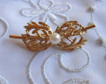 Vintage Gold Tone Lisner Fancy Openwork Pin with Faux Pearl