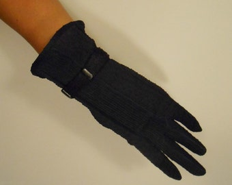 She Is Under Control - Vintage WW2 1940s Kayser Textured Navy Blue Rayon Gloves w/Lucite Clips - 6 1/2