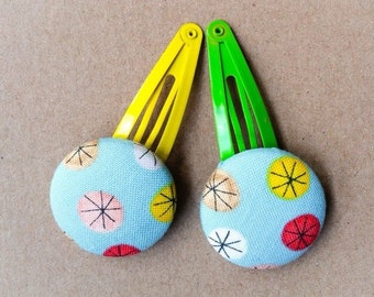 A set of two hairpins.