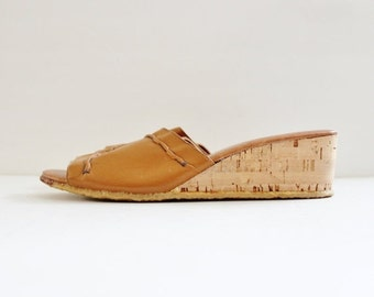 back to school sale // Vintage 70s Camel Brown Leather Cork Wedge Sandal - Strouss, Discovery - Women 8.5