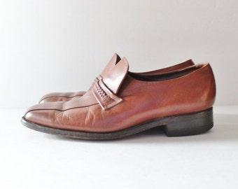 BLOWOUT 40% off sale Vintage 70s Florsheim Slip on Oxford Shoes - Men 8 E width  - leather, chestnut brown