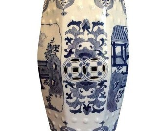 Hollywood Regency Vintage Chinoiserie Blue and White Ceramic 8-Sided Chinese Garden Stool