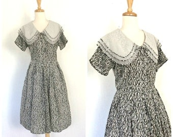 Vintage 50s Dress - black and white - swing dress - 1950s shirtwaist - goth - fit and flare - full skirt - cotton dress - M L