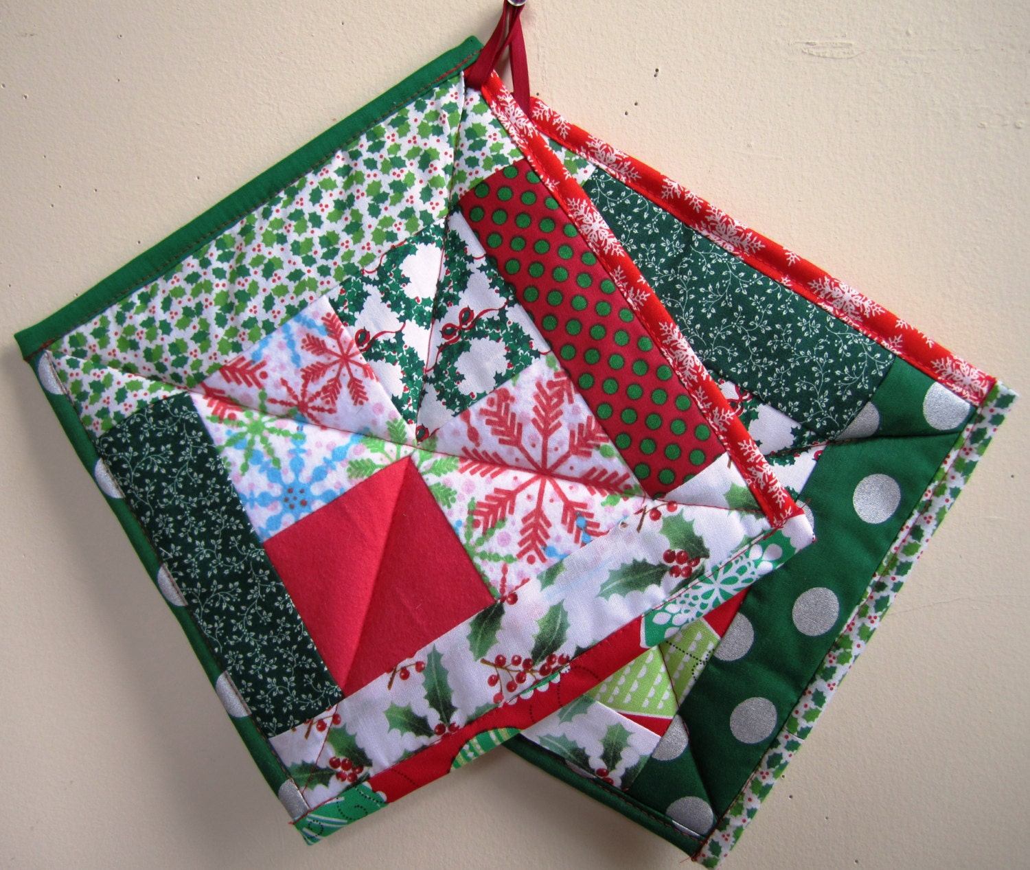 Christmas Pot Holders Holiday Hot Pads Patchwork Quilted Set