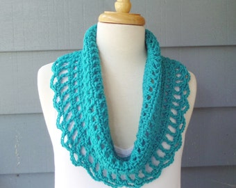 PATTERN C-009 / Crochet Pattern / Scalloped Cowl ... 115 yards worsted