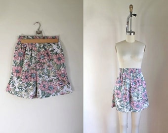 50% OFF...last call // vintage 1980s high waist shorts - WILD DAISY floral print tap pants / xs/s/m