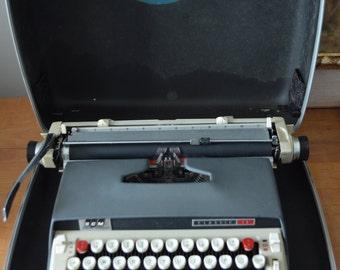 Vintage SMITH CORONA CLASSIC 12 Manual Portable Typewriter w/case ,manual