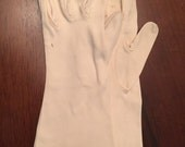 Vintage 50s or 60s Blush Gloves, Size Medium