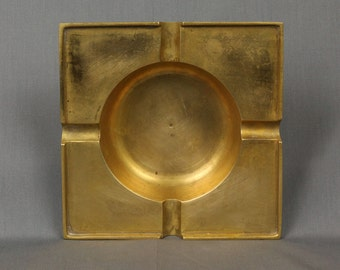 Vintage Brass Ashtray, Very nice condition Great for cigars and cigarettes, very heavy