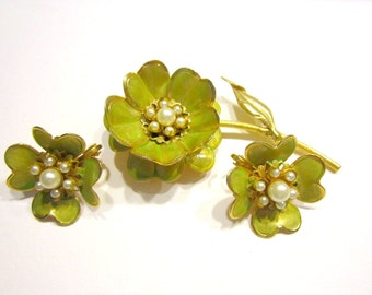 Vintage Chartreuse Brooch Flower Set Vintage Jewelry Faux Pearl Brooch Earrings Gift for Mom Gift for Her Gift Idea