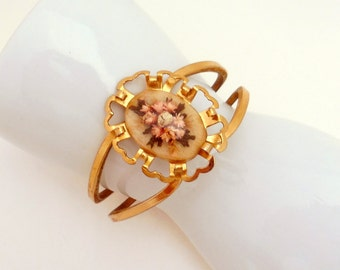 Vintage Clamper Braclet with Goldtone with Dried Flowers