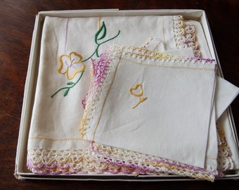 Vintage Embroidered Luncheon Set Art Deco Small Tablecloth 4 Napkins