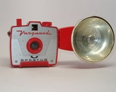 RARE RED Vanguard Spartus Camera with FLASH, Very Collectible Camera
