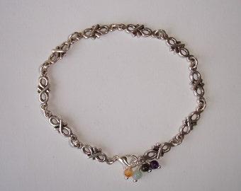 Bracelet argenté maille infini et petites perles semi-précieuses