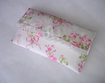 Etui à lunettes en tissu fleuri et dentelle blanche